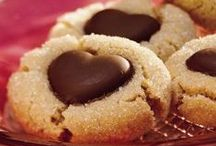 EATS: Yummy Desserts / by Crazy Daze Designs