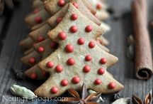 Christmas Gingerbread & Cookies / A fantastic collection of all of the beautiful and charming ways to decorate gingerbread cookies