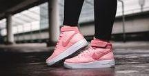 Nike Air Force 1 / Air Force 1 Sneaker on feet