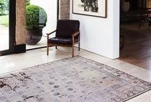 Kilims in the entry hall way / Create a warm and colorful welcome with a kilim in your hallway. A rug instantly attracts all the attention and is easy-care, robust and comfortable at the same time. Find out how beautiful your hall way will look with a kilim!