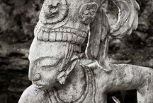 Arq. MAYA (Maia) / A civilização maia se desenvolveu através de um largo padrão de interação envolvendo o sul da Costa do Golfo, Chiapas e o sul da Costa do Pacífico. Em outras palavras, a interação com outras regiões foi importante (para o desenvolvimento dos maias), mas não foi influenciado por um único lugar (La Venta)