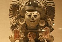 Arq.  ZAPOTEC (Zapoteca) / The ZAPOTECS, known as the 'Cloud People', dwelt in the southern highlands of central Mesoamerica, specifically, in the Valley of OAXACA, which they inhabited from the late Preclassic period to the end of the Classic period (500 BCE - 900 CE). Their capital was first at MONTE ALBÁN and then at MITLA, they dominated the southern highlands, spoke a variation of the OTO-ZAPOTECAN language, and profited from trade and cultural links with the OLMEC, TEOTIHUACAN and MAYA civilizations.