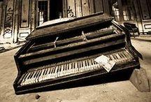 P I A N O    D R E A M S / altered and old pianos