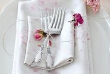 Wedding Table Place Settings / Inspiration for creating stunning visual place settings for your wedding guests