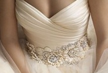 Dresses & Wedding Day Glamour / by Vanessa Medina Vargas