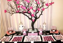 Dessert & Candy Tables Carts / by Adriana Rueda
