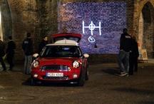 UNGLAUBLICH STRASSE / Inszenierung von Guerilla Drive-Ins mit drei MINIs, ausgerüstet mit einem Banner, umgerüstet zu einem mobilen Kino, aufgerüstet zu MINI MobMov, die ungenehmigt den Teaser-Clip an insgesamt 250 prominenten Stadt-Fassaden projezieren - in Berlin, München, Hamburg, Köln und Düsseldorf.