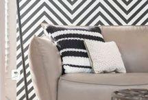 Stijl Studio: Go Graphic / vtwonen Stijl Studio 'Graphic' combineert diverse prints en dessins in een industriële omgeving. Contrasterende tinten als zwart en wit worden warm door de combinatie met grijzen en houtkleuren. De accessoires zijn stoer en eigenzinnig. Een stijlvol interieur waar je nooit op uitgekeken raakt!
