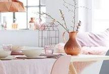 Stijl Studio: Soft Colours / vtwonen Stijl Studio 'Soft Colours' geeft licht, lucht en ruimte. De blonde houtsoorten, marmerpatronen en zachte pasteltinten maken het lekker clean. Door de combinatie met wol en vilt wordt een warm geheel in Scandinavische stijl.