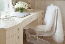 Distinctive offices / Seeking success? Surrounding yourself with a beautiful and uplifting environment could prove to be your best career move ever! Here's some inspirational office settings to get you creating.