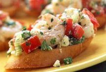 Pizza Time! / Pizza, bread, & flat bread recipes / by Michelle Single