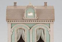 Dollhouse / Petite playhouses