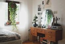 APARTMENT THERAPY / Ideas for living colourfully on a tiny budget!