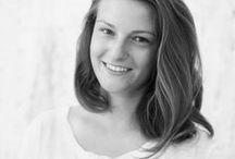 Markéta Kalivodová / Markéta Kalivodová vystudovala obor Keramika a nyní působí jako asistentka ateliéru Keramika na Fakultě designu a umění Ladislava Sutnara na Západočeské univerzitě v Plzni. Zabývá se kombinací materiálů a experimentuje s technologiemi. Má ráda kvalitní řemeslnou práci. Je členkou designérské skupiny NALEJTO ceramic design a studia VOBOUCH. kalivodovamarketa@gmail.com +420 723 659 062 www.kalivodova.com
