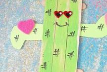 Popsicle Stick Crafts / Different crafts made with popsicle craft sticks