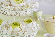 Cupcakes, Cookies, Macarons & Gourmandises / by Patricia Arribálzaga