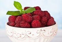 Maliny / Przepisy na dania i desery z malinami. http://pozytywnakuchnia.pl/pomysl-na/maliny/