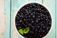 Jagody / Przepisy na dania i desery z jagodami. http://pozytywnakuchnia.pl/pomysl-na/jagody/