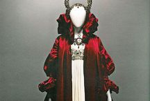 Alexander McQueen / The fantastically grotesque, moving and fascinatingly macabre journey into the genius of Lee Alexander