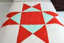 QUILTING WITH SOLIDS / Quilting with solid fabrics. Quilts using solids.