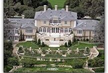 Celebrity Homes / A taste of what life under the flashing life brings.