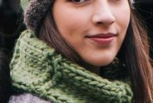 Easy Knitting Patterns / Easy knitting patterns for beginners featured in the Katia magazines: hats, scarves, gloves, neck warmers, waistcoats, jumpers, ponchos...