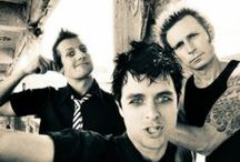 Green Day ↯ / Green Day is an American punk rock band formed in 1986 by vocalist/guitarist Billie Joe Armstrong, bassist Mike Dirnt, drummer Tré Cool and guitarist Jason White.
