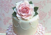 Beautiful cakes / by Wanda Contreras Pagan