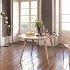 Maria | Table / Round table in solid wood, avaliable in oak and walnut.