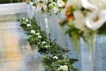 Wedding Ceremony Decor / Beautiful images of dramatic backdrops, aisle and pew decor. Wedding ceremony ideas.