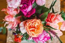 Vibrant with a touch of gold wedding / Beautiful September flowers