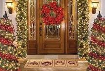 Christmas Inspiration / Ideas for decorations for the Christmas season, hanging ornaments, mantel decor, wreathes and decorating trees