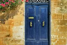 Doors Designs and Inspiration / Doors to Adore - Beautiful doors and entrances to inspire you on how to design your front door