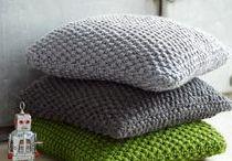 Polster / Ein feiner Polster oder ein Sitzkissen zum kuscheln, ob im Bett oder auf dem Sofa, wunderbar. Ob zum wärmen oder zum schlafen, Polster sind immer etwas feines.