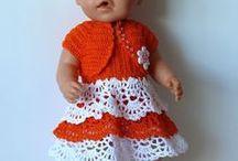 Puppenkleider / Kleider und Gewänder für Puppen, ob als Kleid, als Jäckchen, als Socken, alles was die Puppe gut kleidet.