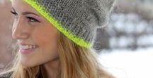 Bommelmützen / Bommelmützen sind bei Damen im Winter sehr beliebt. Wunderbar flauschig in der kalten Jahreszeit halten sie beide Ohren immer schön mollig warm. Alle lieben Mützen mit dem Bommel.