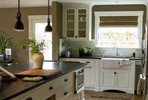 kitchens / by Susan Mahurin
