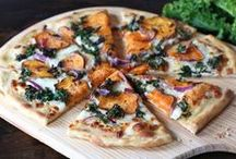 Pizza + Flatbread / Homemade pizza and flatbread recipes to make.