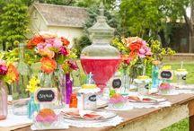 farbenfrohe Hochzeit / Du liebst es bunt? Dann sind diese Hochzeitsinspirationen genau das richtige für dich!   #hochzeit #freietrauung #bunt #farbenfroh #heiraten #traulina