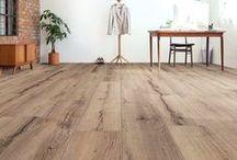 Saffier Maxx / De Saffier Maxx combineert de elegantie van een planken vloer met de voordelen van laminaat. De Maxx collectie bestaat uit XL delen met een mooie houtstructuur van meer dan 2 meter lang en extra breed. Dankzij de matte uitstraling en de antislip afwerking is het een moderne vloer, geschikt voor in ieder huishouden. De planken hebben een V-groef aan alle 4 de zijdes. Het plaatsen van deze extra langen delen gaat snel en eenvoudig middels een lijmloos verbindingssysteem. Tot 25 jaar garantie!