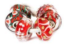 Santas Season / Happy X-mas. Hot chocolate, snow and ofcourse Santa!