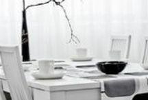 Laulumaa - Julia® / JULIA-huonekalusarjan funktionaalinen suoralinjaisuus sopii nykyhetkeen. JULIA-sarjasta löytyvät unelmien kalusteet modernin ja raikkaan tyylin ystäville. Toimivuus on huomioitu suunnittelussa myös erilaisin teknisin yksityiskohdin. JULIA-huonekalut ovat maalattua massiivikoivua/mdf-levyä. Väri valkoinen.