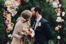 Burgundy Red and Coral Wedding Collage / From burgundy to maroon, marsala to wine red, coral to deep salmon, here are the wedding ideas for a red and coral theme!