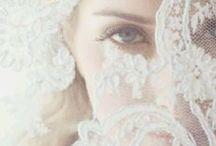 SCHLEIER FISCHNETZ BIS KATHEDRAL / Mit dem Schleier fühlt man sich erst so richtig als Braut. Aber keine Sorge, Schleier gibt es für jeden Stil und Geschmack - was für ein wandelbares Braut Accessoire!