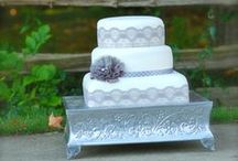 Simply Sweet By Jessica / We take great pleasure in showcasing our style and philosophy in every wedding cake.  From homemade butter cream with delicious flavors to fondant covered masterpieces. We work with you to create dessert flavors and designs that inspire and meet your exact needs.