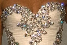 Vestidos de noivas / by Roselaine Sousa
