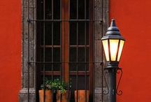 Doors, windows, gates, wreaths, etc. / colors and decoration