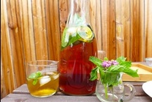 DIY Organic Peppermint Rooibos Iced Tea Blend / Since June is National Iced Tea Month, give this herbal iced tea recipe a try. This is a great way to make a colorful beverage at home without the expensive costs.