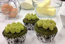 Organic Matcha Green Tea Cupcakes / Matcha is the powdered form of green tea and it is a great way to incorporate the antioxidants of green tea into your baked goods!