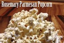 Rosemary Parmesan Popcorn / This home made popcorn infused with rosemary and parmesan is a flavorful and healthy snack!